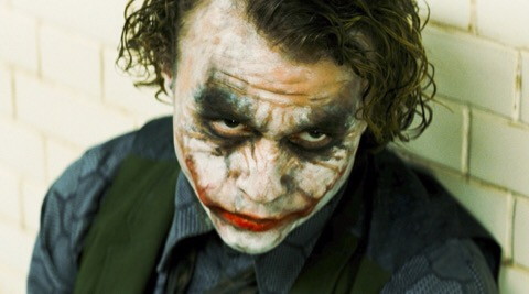 O Coringa interpretado por Heath Ledger